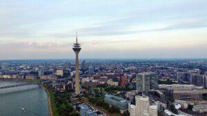 Presseverteiler Düsseldorf - Vogelperspektive über Düsseldorf