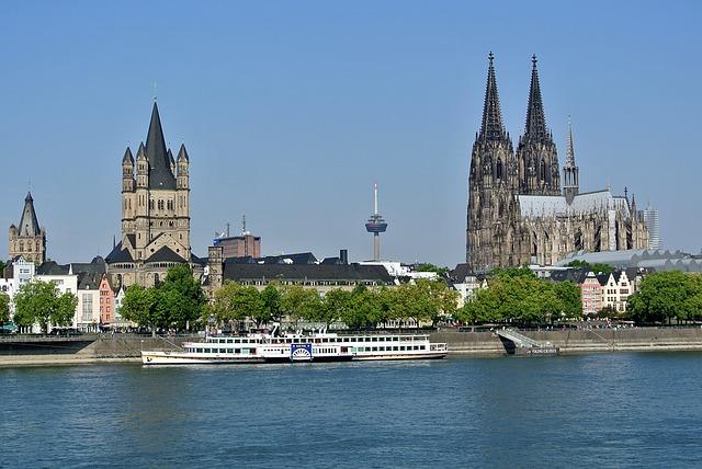 Presseverteiler Köln - Kölner Dom mit Rhein